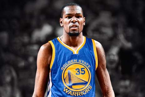 Kevin Durant con camiseta de los warriors