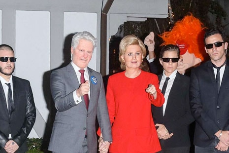 Kate Perry y Orlando Bloom caracterizados como Hilary Clinton y Donald Trump