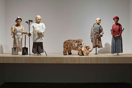 Marionetas de cartón del artista William Kentridge