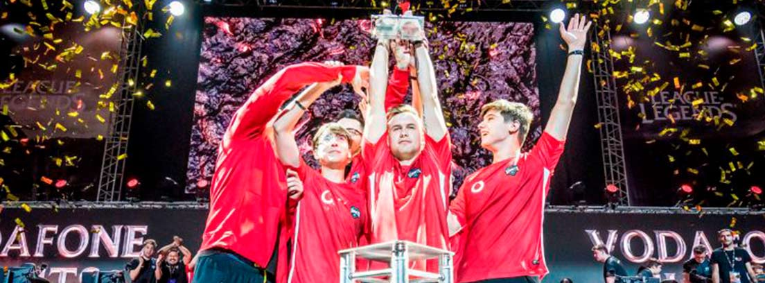 Giants celebra el título de la Superliga Orange de LoL